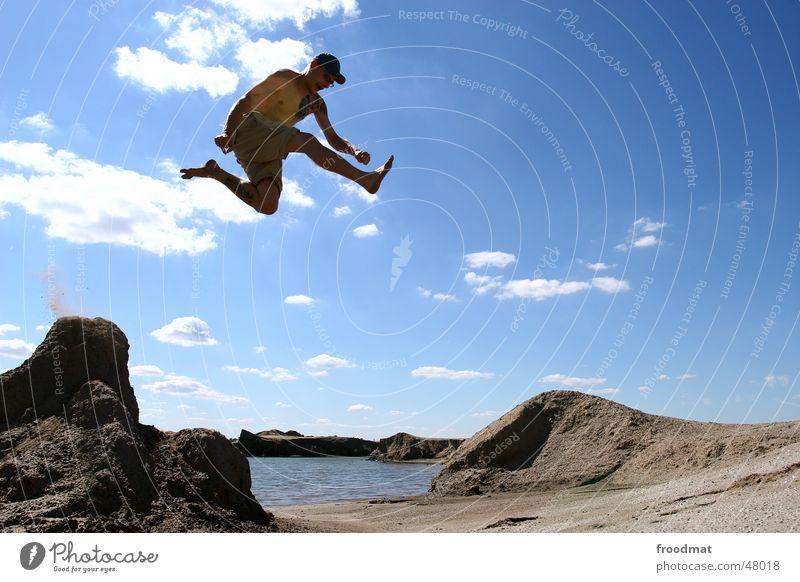 don't know where to go... springen Aktion Sommer Lebensfreude Wolken Ausgelassenheit high hoch Bergbau Sand Wasser Schönes Wetter Sonne sun Himmel Wüste Tattoo