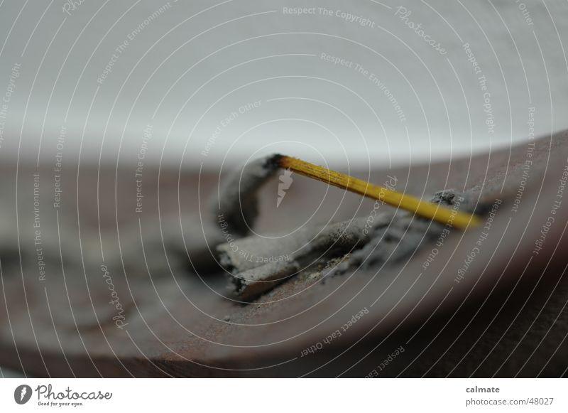 -ausgeräuchert- Räucherstäbchen Brandasche durft halter smoke naqchampa Makroaufnahme
