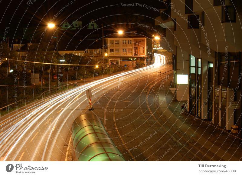 Nachtaufnahme Lampe dunkel Gleise Scheinwerfer Hessen Darmstadt