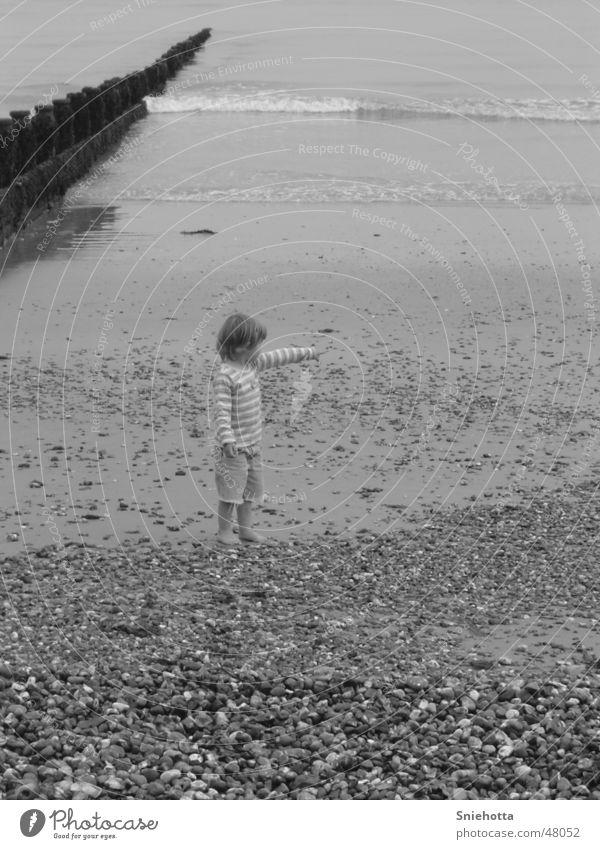 Mädchen am Strand Kind Meer England Wasser Stein