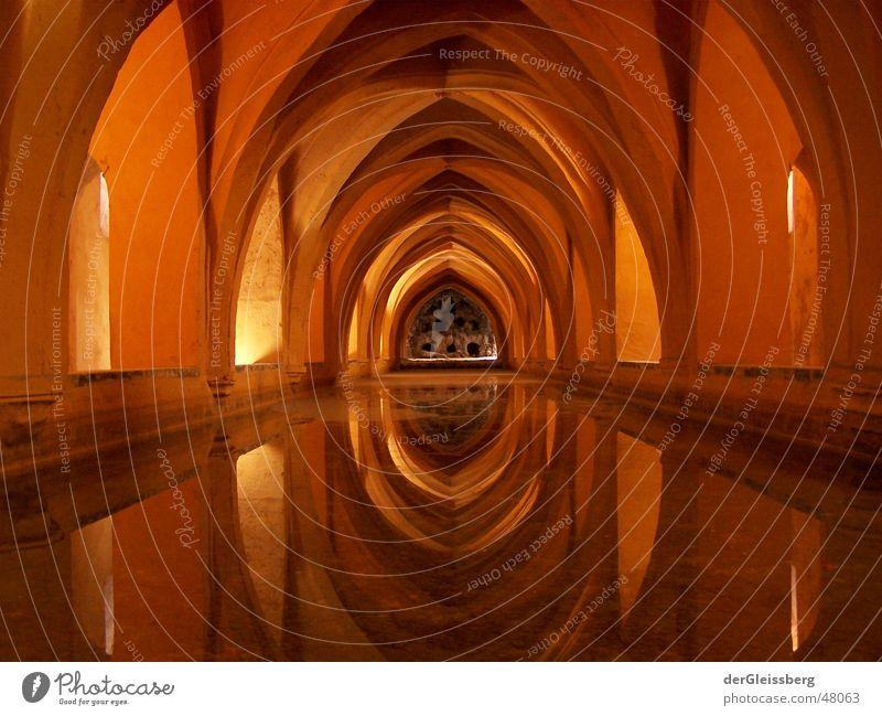 spanisches Gewölbe, spanish arch Wasser alt rot ruhig gelb Fenster Gebäude braun orange Kunst Zufriedenheit Ecke weich Frieden Kultur