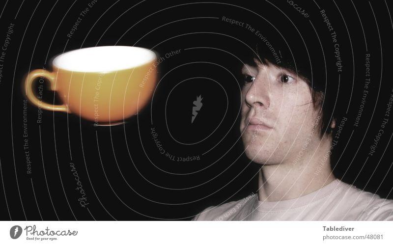 Fliegende Tasse dunkel orange fliegen Luftverkehr Schweben Selbstportrait Fluggerät