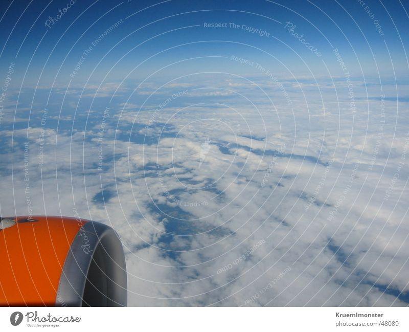 Über den Wolken!!! Flugzeug Luft Himmel Frankreich Amerika hoch Luftverkehr orange easy jet sky blau