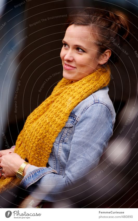 Autumnal Woman (VII). Mensch Frau Jugendliche schön Stadt Junge Frau Erwachsene 18-30 Jahre gelb feminin Herbst lachen Stil gold elegant Lifestyle