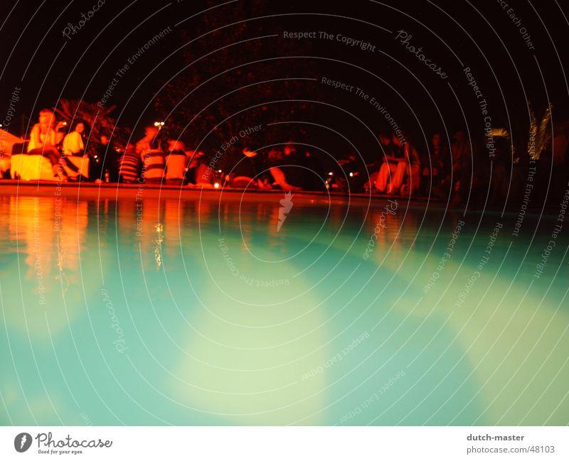 Pool @ night Mensch Wasser Freude Farbe Party Gefühle hell Feste & Feiern orange nass verrückt Schwimmbad Rauchen Spiegel Alkohol tief