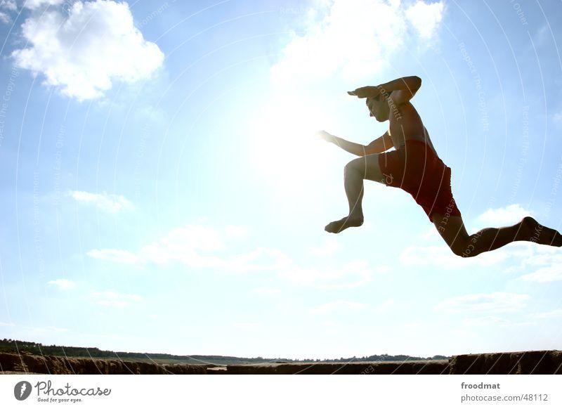 Keine Couch springen Gegenlicht Wolken Sommer Aktion Lebensfreude hüpfen Zukunft Superman gefroren Wiese Unbeschwertheit beschwingt kalt lässig Sport Stil
