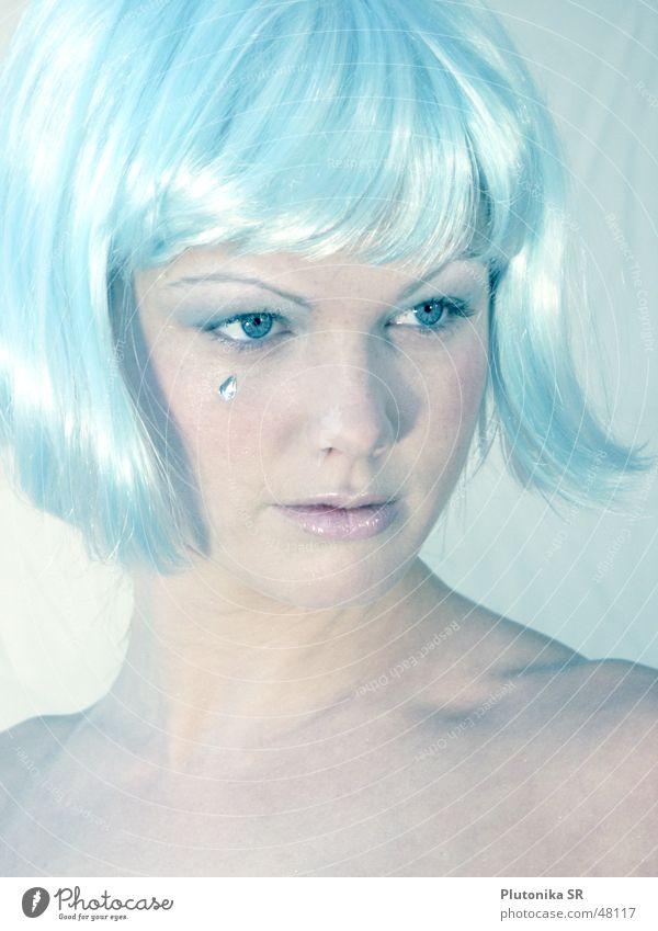 Ice Queen hell-blau Perücke glänzend Schmuck kalt Licht Schnellzug bleich light blue wig