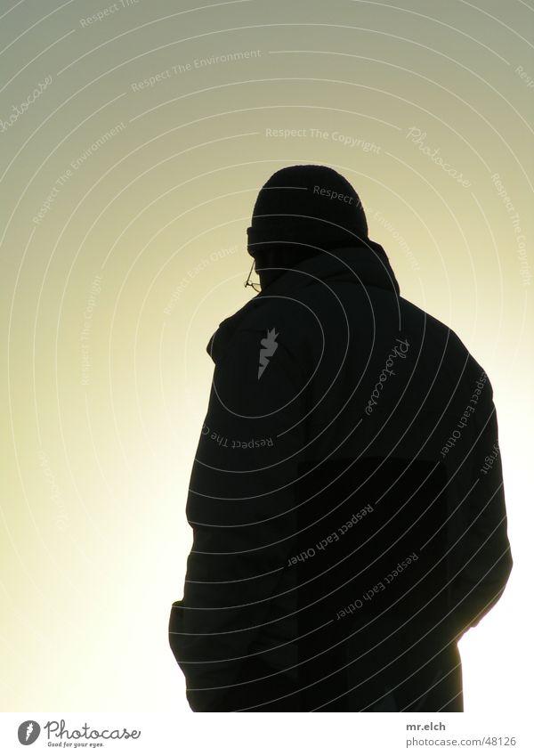 allein ins Licht Gegenlicht Silhouette Winter schwarz Einsamkeit Oberkörper Schatten Kontrast siloutte Sonne
