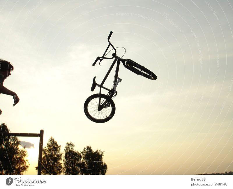 BMX wurf Sport werfen BMX Funsport Abendsonne