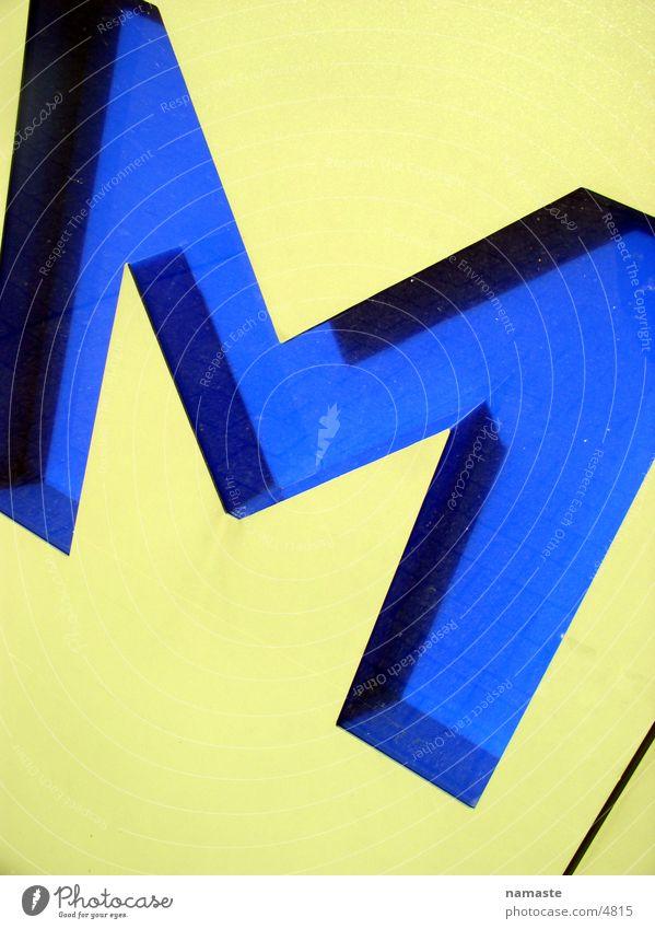z k M gelb Buchstaben Karlsruhe Architektur zkm blau Schriftzeichen