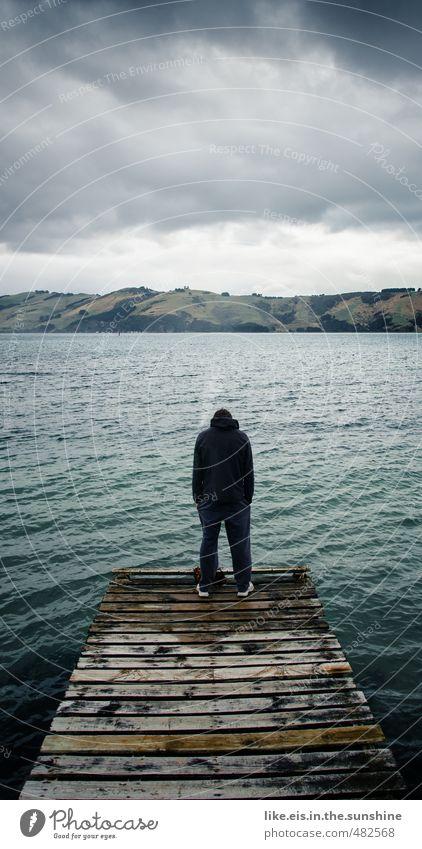 das tief beziehungs-aus kommt maskulin Junger Mann Jugendliche Erwachsene Leben 1 Mensch 18-30 Jahre Umwelt Natur Wolken Gewitterwolken schlechtes Wetter Hügel