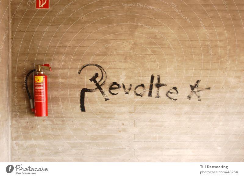 Revolte Wand Beton Darmstadt Feuerlöscher revolte Wiedervereinigung Brand Studium