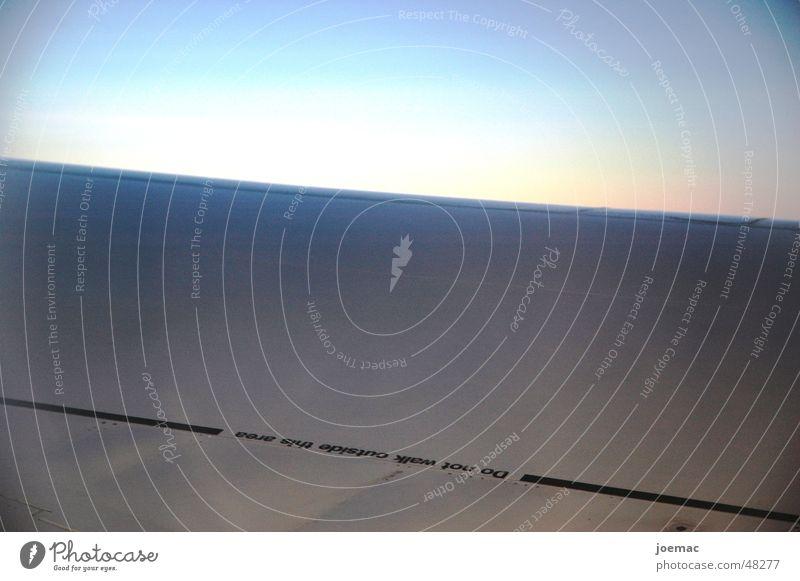 auf eigenes risiko.. Luft Flugzeug gefährlich bedrohlich Flügel Respekt Warnhinweis Beschriftung