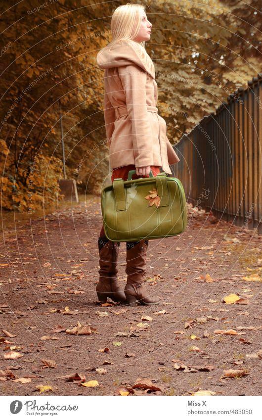 Weiter gehts Ferien & Urlaub & Reisen Ausflug Abenteuer Freiheit Mensch feminin 1 18-30 Jahre Jugendliche Erwachsene Herbst Baum Wege & Pfade Mantel blond frei
