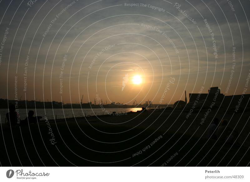 Untergang Sonne Sommer Strand ruhig Hamburg Hafen