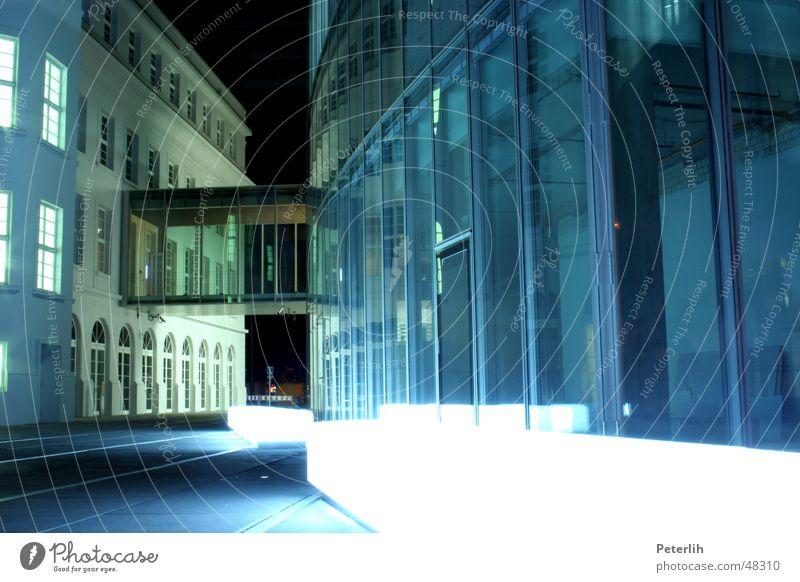 GAP Licht Graf-Adolf-Platz Haus Beton Lampe Nacht Düsseldorf modern Glas Bank