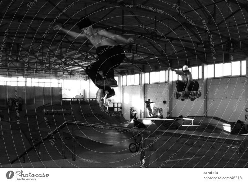 Double Action springen Sport synchron Salto Lifestyle Freizeit & Hobby Skateboarding Funsport Extremsport rail Holzbrett contest Jugendliche