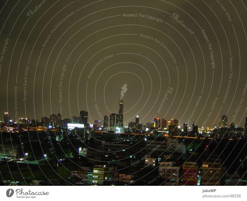 Bangkok bei Nacht dunkel Eindruck Thailand Skyline Licht