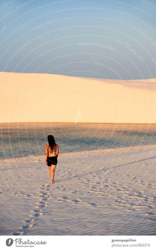 Wüstenwanderung Frau Natur Jugendliche Ferien & Urlaub & Reisen Sommer Sonne Meer Erholung Junge Frau ruhig Landschaft Strand Erwachsene feminin
