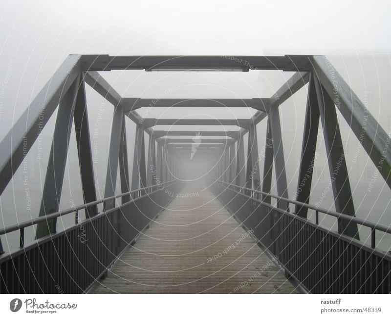 brücke im nebel Nebel Stahl Konstruktion grau streben Eisen Holz Einsamkeit Brücke Geländer Holzbrett steel bridge fog grey lonelyness Traurigkeit