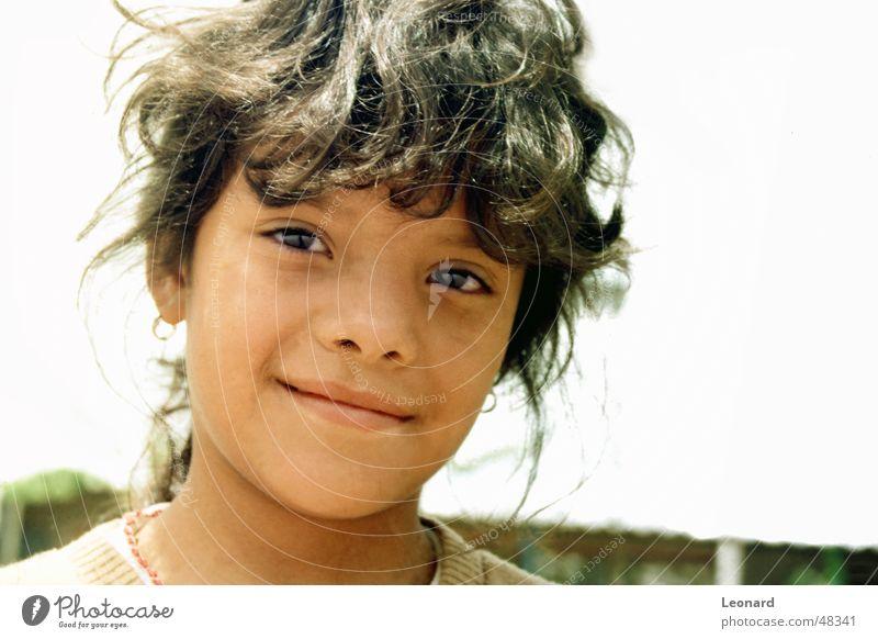 Lächeln Kind Mädchen Frau grinsen Guatemala Mensch lachen Gesicht Sonne Schatten child latin america