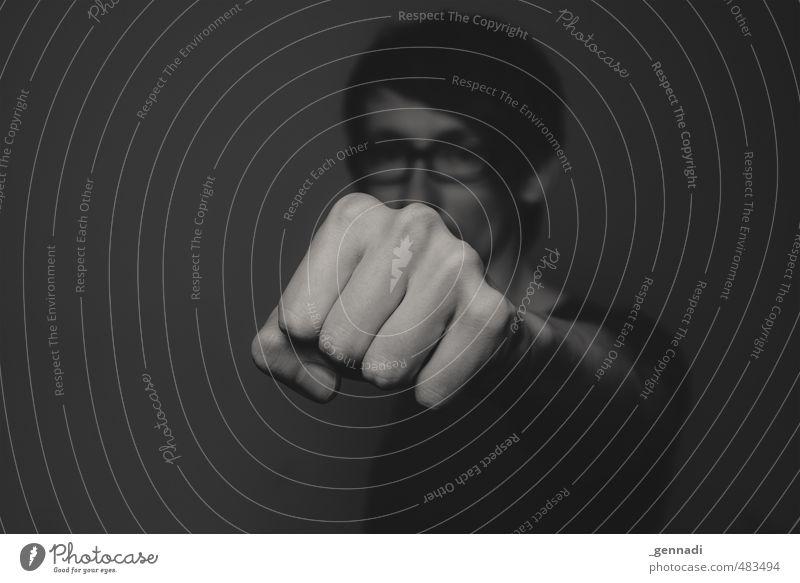 400 in your face Junger Mann Jugendliche Erwachsene Hand Finger Faust 1 Mensch 18-30 Jahre Klischee Defensive Lücke anonym Gewalt Schwarzweißfoto Licht Schatten