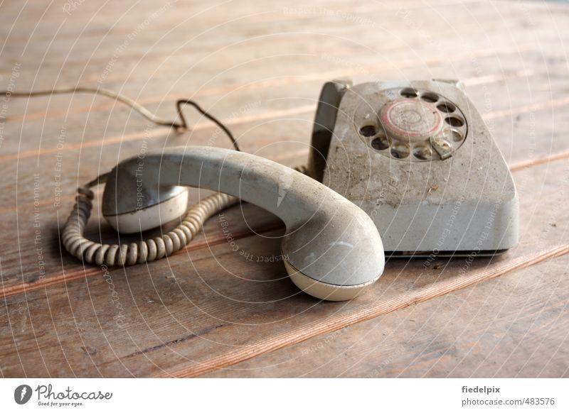 Früher war alles viel......früher :-) alt sprechen grau dreckig Kommunizieren kaputt Technik & Technologie Telekommunikation Telefon retro Medien Vergangenheit