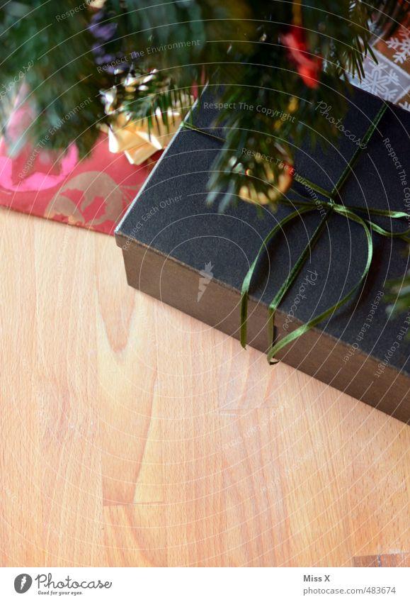Unterm Baum Weihnachten & Advent Feste & Feiern Stimmung Dekoration & Verzierung Geschenk Weihnachtsbaum Vorfreude Weihnachtsdekoration schenken Tannenzweig