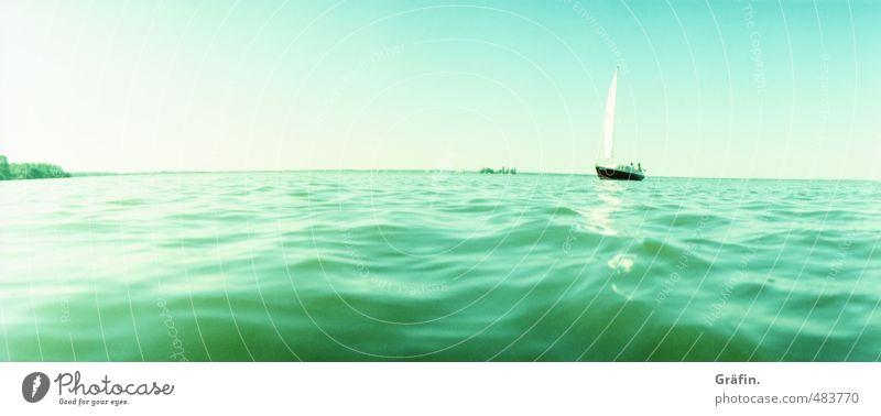 Das letzte Boot im Herbst Sommerurlaub Meer Wellen Segeln See Steinhuder Meer Sportboot Segelboot Unendlichkeit nass blau grün Fernweh Erholung Freizeit & Hobby