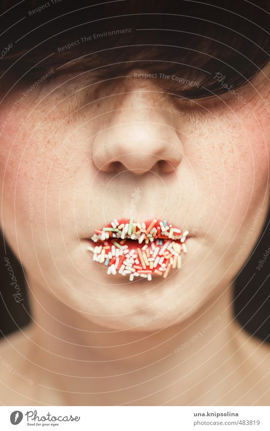 zuckermund tut wahrheit kund Lebensmittel Süßwaren Ernährung schön Gesicht Lippenstift Rouge Frau Erwachsene Mund 1 Mensch 18-30 Jahre Jugendliche brünett Pony