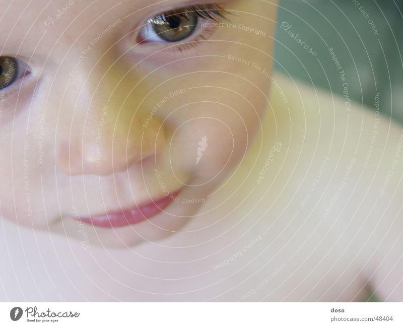 close-up Kind Mädchen Nahaufnahme zyan Vogelperspektive Schmollmund nackt popille Auge wimperl Nase