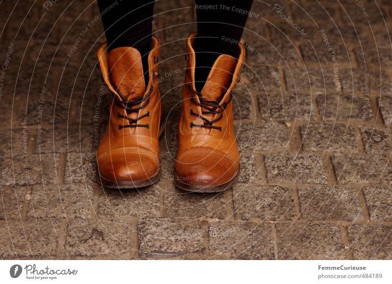 These Boots Are Made for Walkin'! Mode Bekleidung Schuhe Stiefel Sauberkeit Wege & Pfade Schnürstiefel braun Farbverlauf Kopfsteinpflaster laufen stehen warten