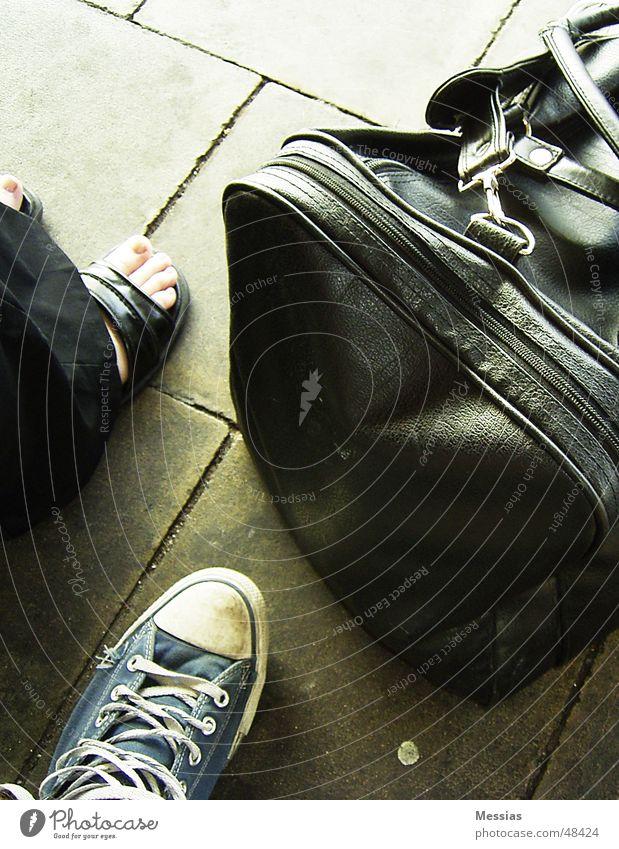 Ready To Leave Ferien & Urlaub & Reisen Schuhe warten Ausflug Tasche