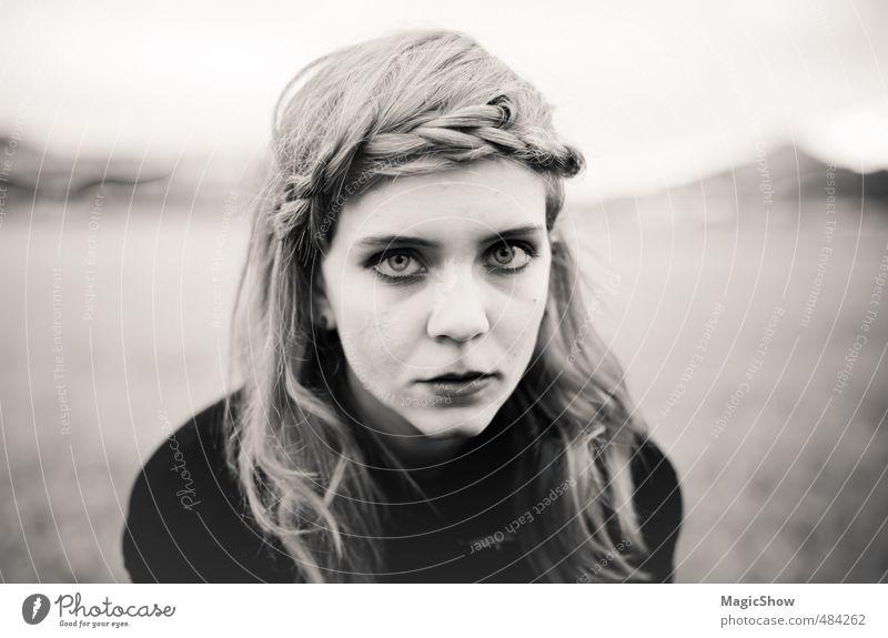 Ein Blick sagt mehr als.,, feminin Junge Frau Jugendliche 1 Mensch 13-18 Jahre Kind 18-30 Jahre Erwachsene blond Zopf Traurigkeit Sorge Trauer Schmerz Sehnsucht