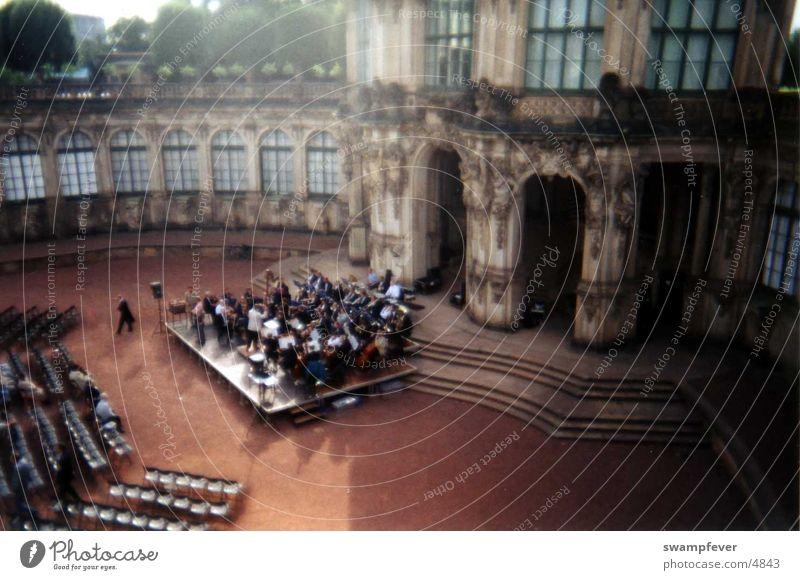 Orchester von oben Musik Park Dresden Konzert Berlin Orchester Sachsen Musiker Blasinstrumente Berliner Philharmonie