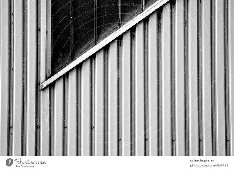 |||/ in Blech Industrieanlage Gebäude Architektur Mauer Wand Fenster Glas Metall alt hässlich grau Verfall Vergangenheit Vergänglichkeit Schwarzweißfoto