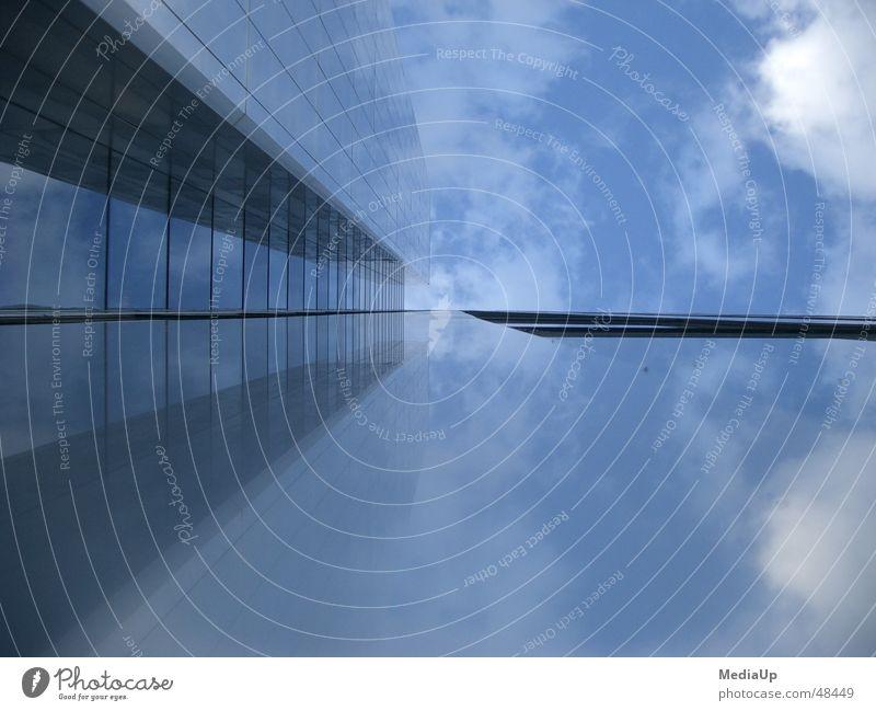 Cybersky Hochhaus Wolken wolkenkratzer. skyscraper Himmel