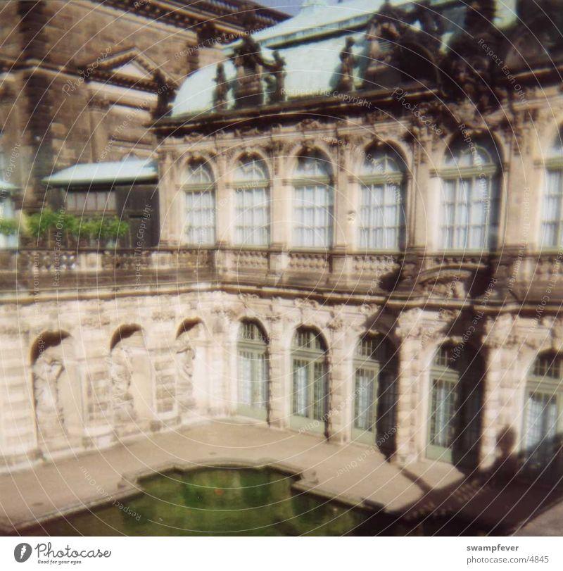 Brunnen grün Architektur Dresden historisch