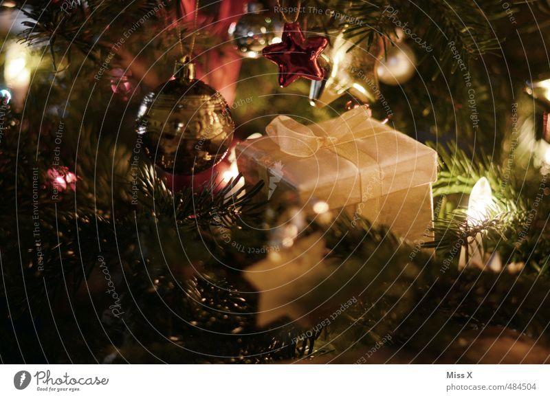 Bescherung Weihnachten & Advent Feste & Feiern glänzend gold leuchten Stern (Symbol) Geschenk Weihnachtsbaum verstecken Tanne Christbaumkugel Schleife schenken