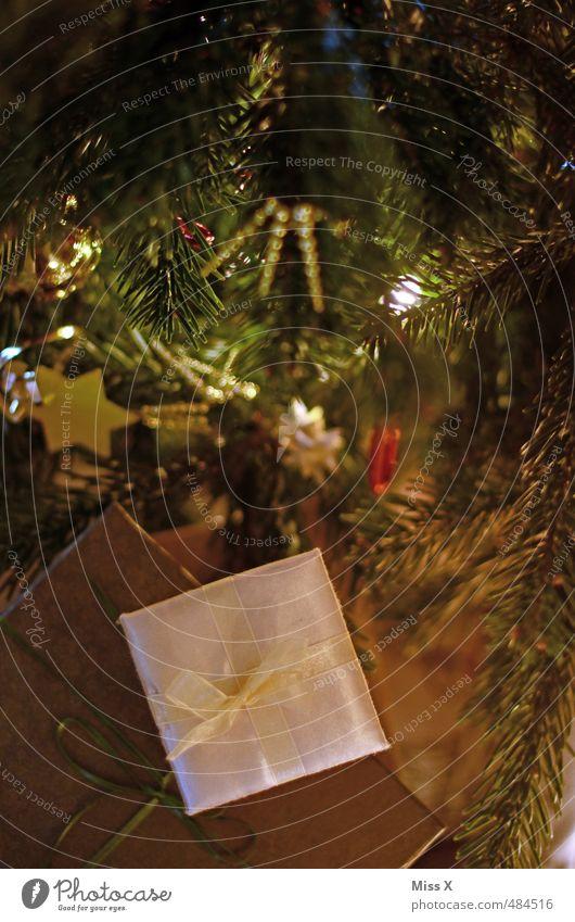 Weihnachtlich Reichtum Feste & Feiern Weihnachten & Advent glänzend Stimmung Glück Zufriedenheit Vorfreude Weihnachtsgeschenk Geschenk schenken Bescherung