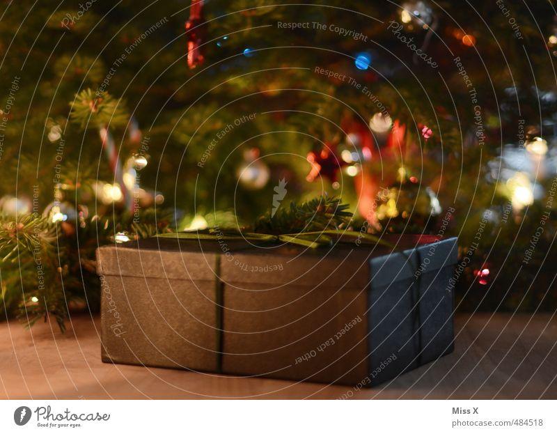 Weihnachtsgeschenk Reichtum Feste & Feiern Weihnachten & Advent Verpackung Schleife Gefühle Stimmung Vorfreude Geschenk Weihnachtsbaum Bescherung Schachtel