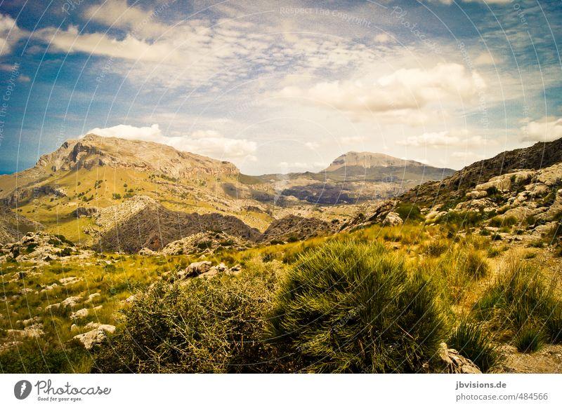 rauhes Land Himmel Natur blau grün Landschaft Ferne gelb Berge u. Gebirge Felsen wild