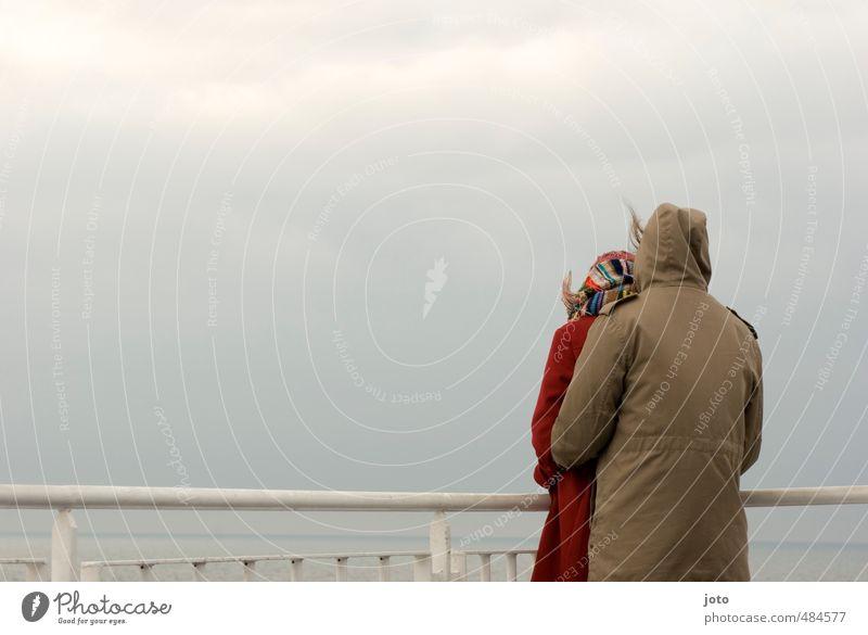 auf see Mensch Ferien & Urlaub & Reisen Meer Erholung ruhig kalt Liebe Paar Zusammensein Wind Zufriedenheit trist Tourismus Ausflug Zukunft beobachten