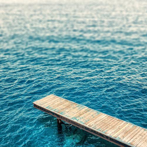 Spring Ferien & Urlaub & Reisen blau alt Wasser Sommer Meer ruhig Wege & Pfade Küste Holz Schwimmen & Baden braun Freizeit & Hobby Wellen Idylle Tourismus