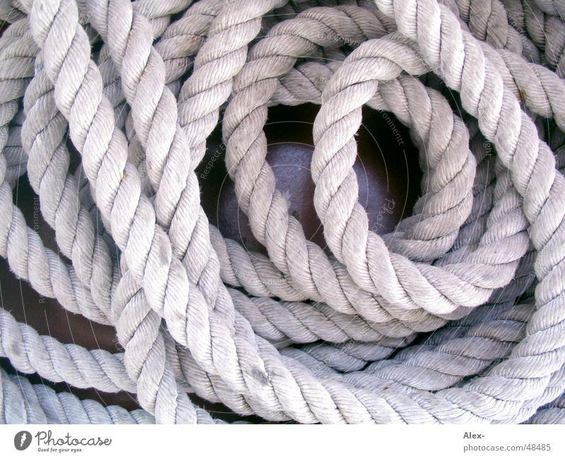 Seilgewirr Wasserfahrzeug Seil liegen durcheinander Anker befestigen