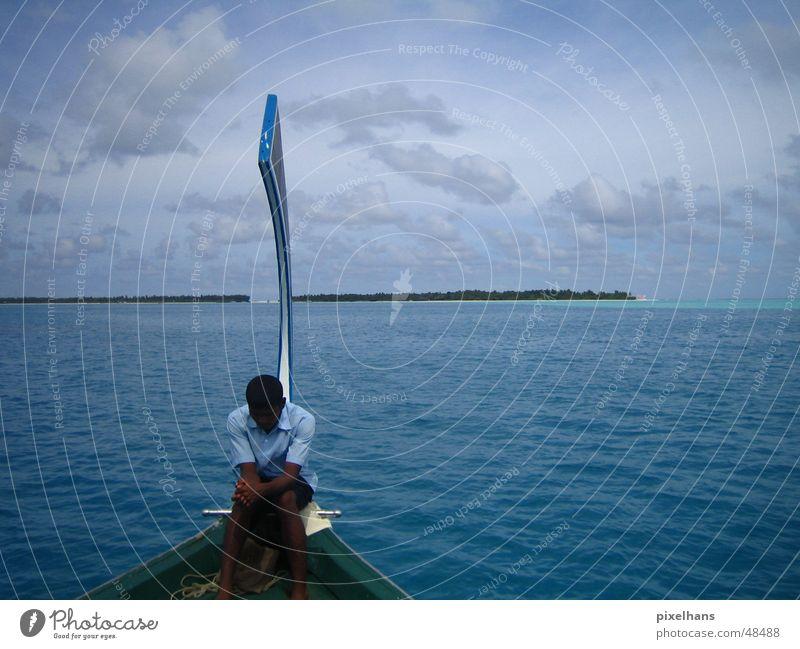 Island in the Sun Mensch Mann Wasser Himmel blau Sommer Wolken Wasserfahrzeug Erwachsene Horizont Insel Reisefotografie Tradition Malediven Urlaubsfoto Indischer Ozean