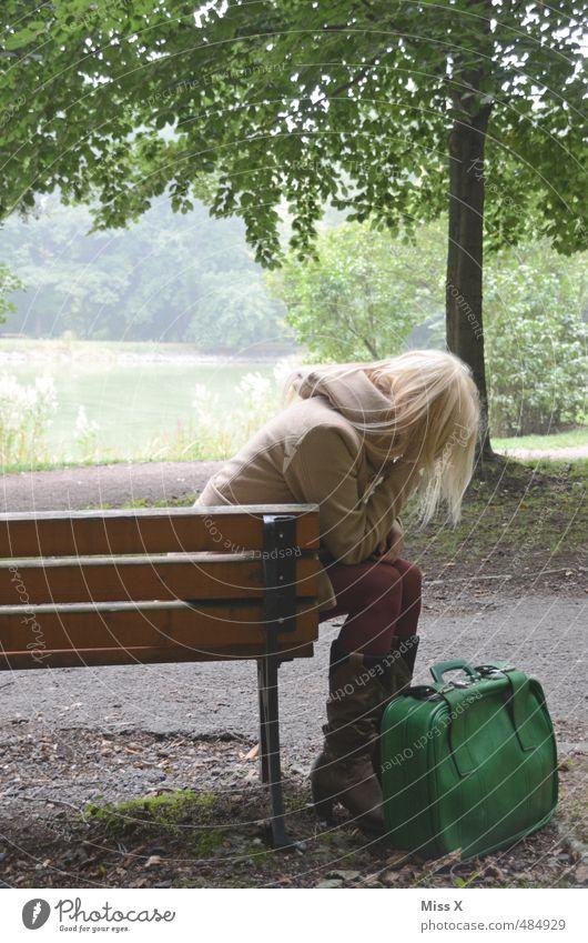 Melancholie Mensch Jugendliche Ferien & Urlaub & Reisen Einsamkeit Erwachsene 18-30 Jahre Gefühle feminin Traurigkeit Wege & Pfade Stimmung Park blond Ausflug