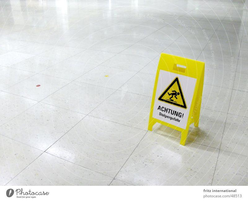 Stolpergefahr Fortschritt Zukunft High-Tech Zeichen Schilder & Markierungen Hinweisschild Warnschild fallen laufen bedrohlich kalt Sauberkeit gelb gefährlich