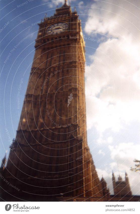 Big Ben Perspektive Kunst Architektur historisch London Sightseeing Sehenswürdigkeit