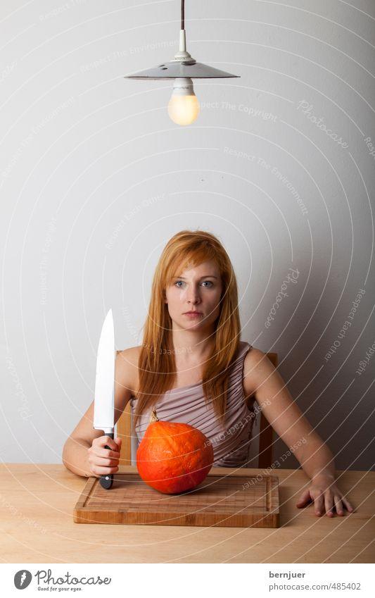 Haikuhokkaido Mensch Frau Jugendliche Junge Frau Mädchen feminin grau Lampe Lebensmittel orange sitzen Tisch einzigartig Kochen & Garen & Backen Küche Gemüse
